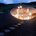 Casa construída no interior de uma montanha! Impressionante o seu interior!
