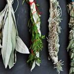 Aprende a fazer incenso natural com ervas aromáticas
