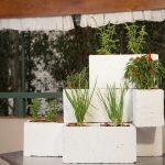 Crie uma fantástica horta vertical usando apenas tijolos! É muito fácil, e o resultado surpreendente!