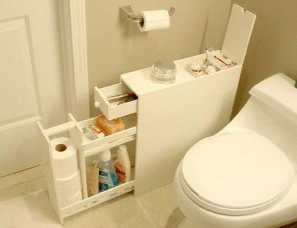Um armário no WC para colocar utilidades