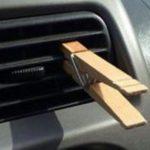 O truque da mola da roupa no ar do carro pode salvar a tua vida!
