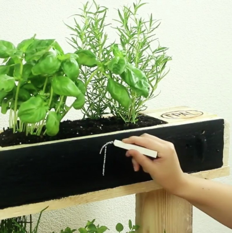 projecto simples para ter uma pequena horta na varanda ou jardim. Black Bedroom Furniture Sets. Home Design Ideas